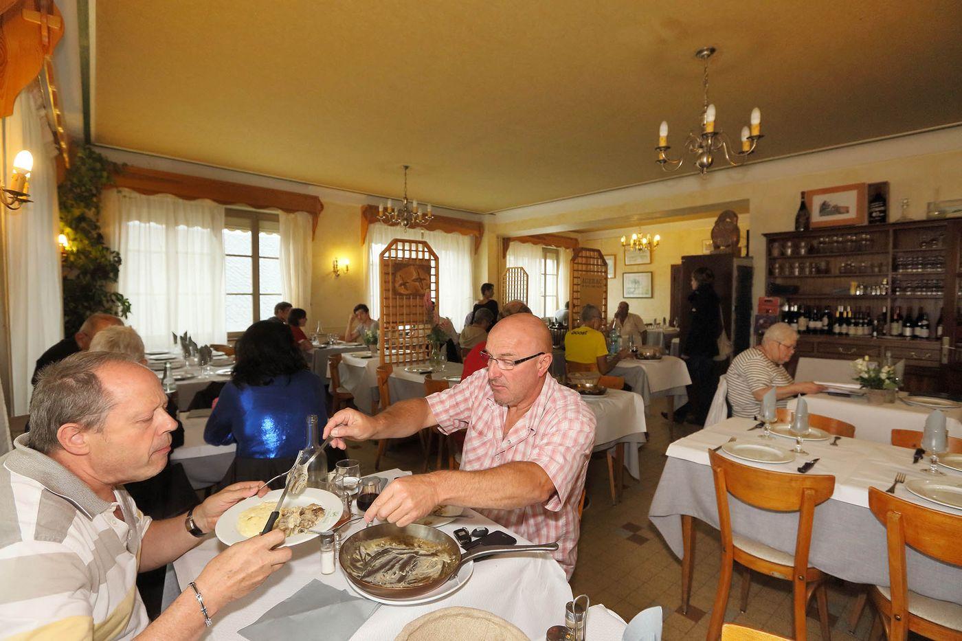 hotel-restaurant-nasbinals-aubrac-route-argent__14