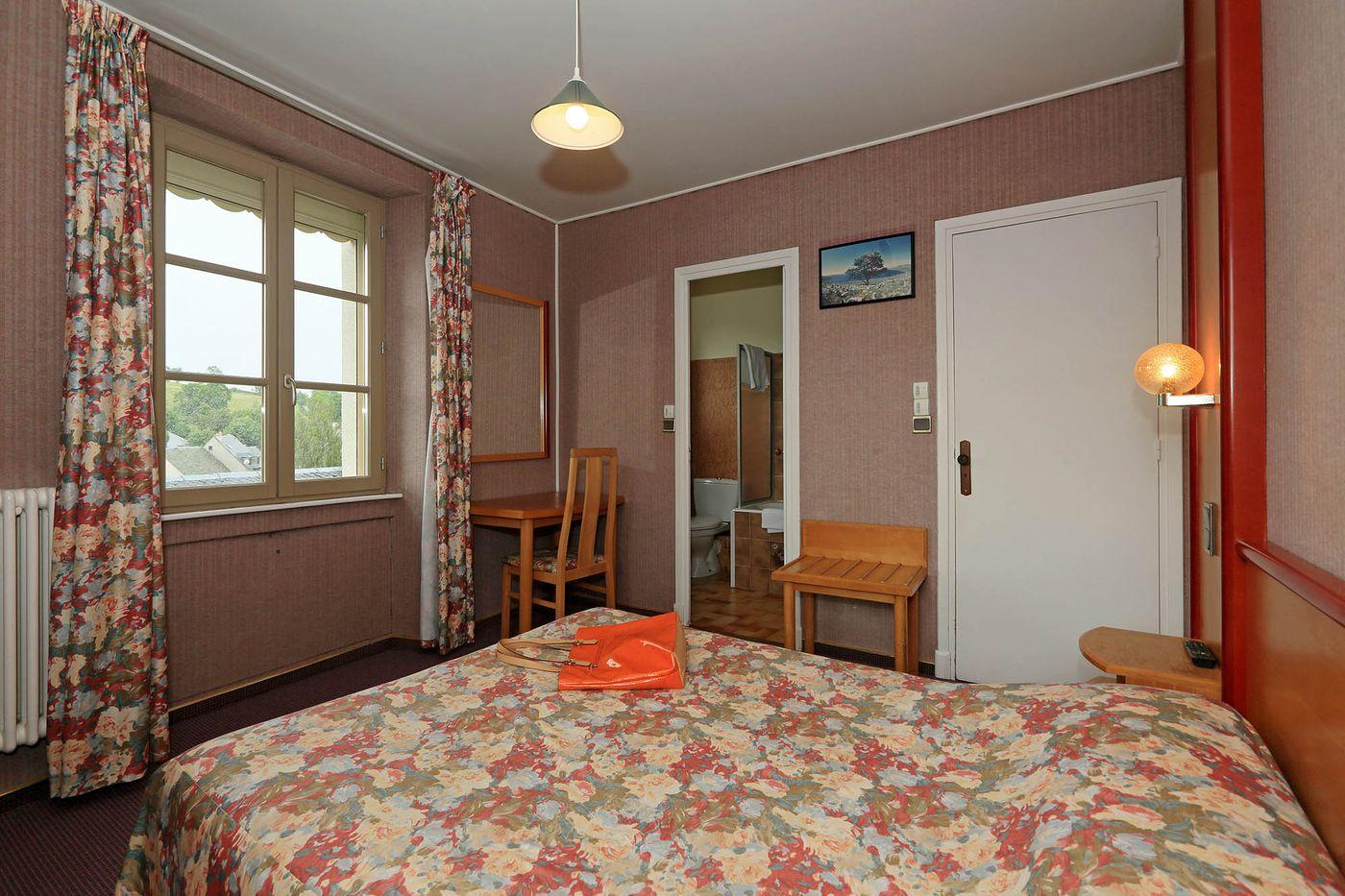 hotel-restaurant-nasbinals-aubrac-route-argent__17
