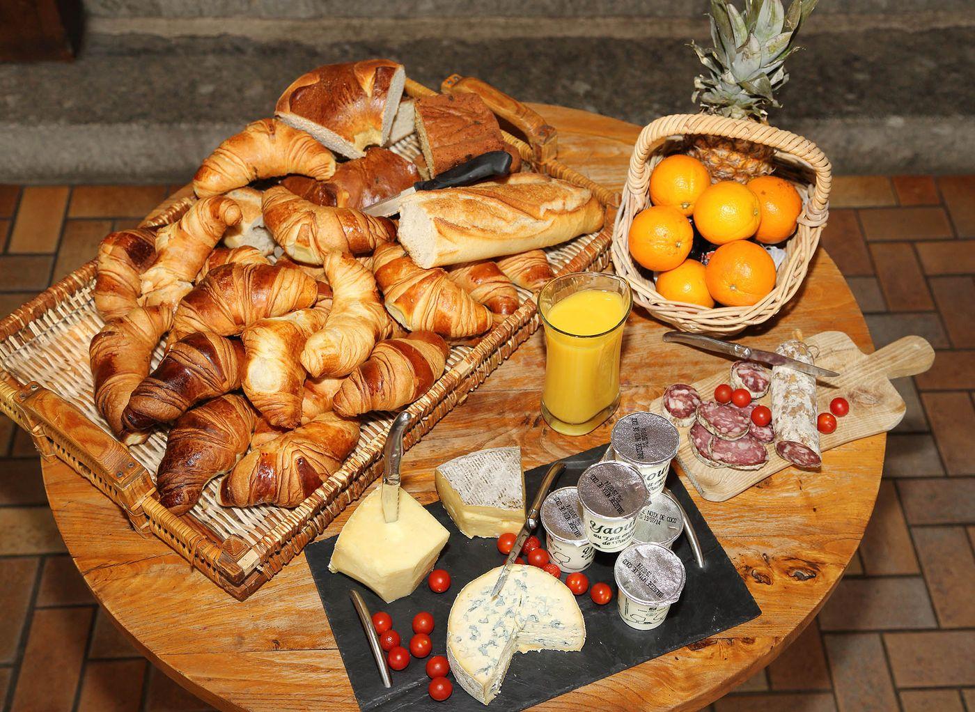 hotel-restaurant-nasbinals-aubrac-route-argent__23