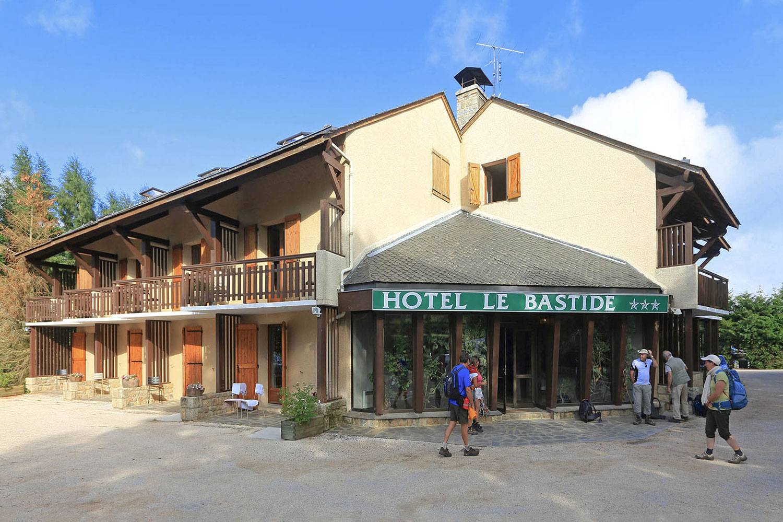 HOTEL-BASTIDE-aubrac-nasbinals_02