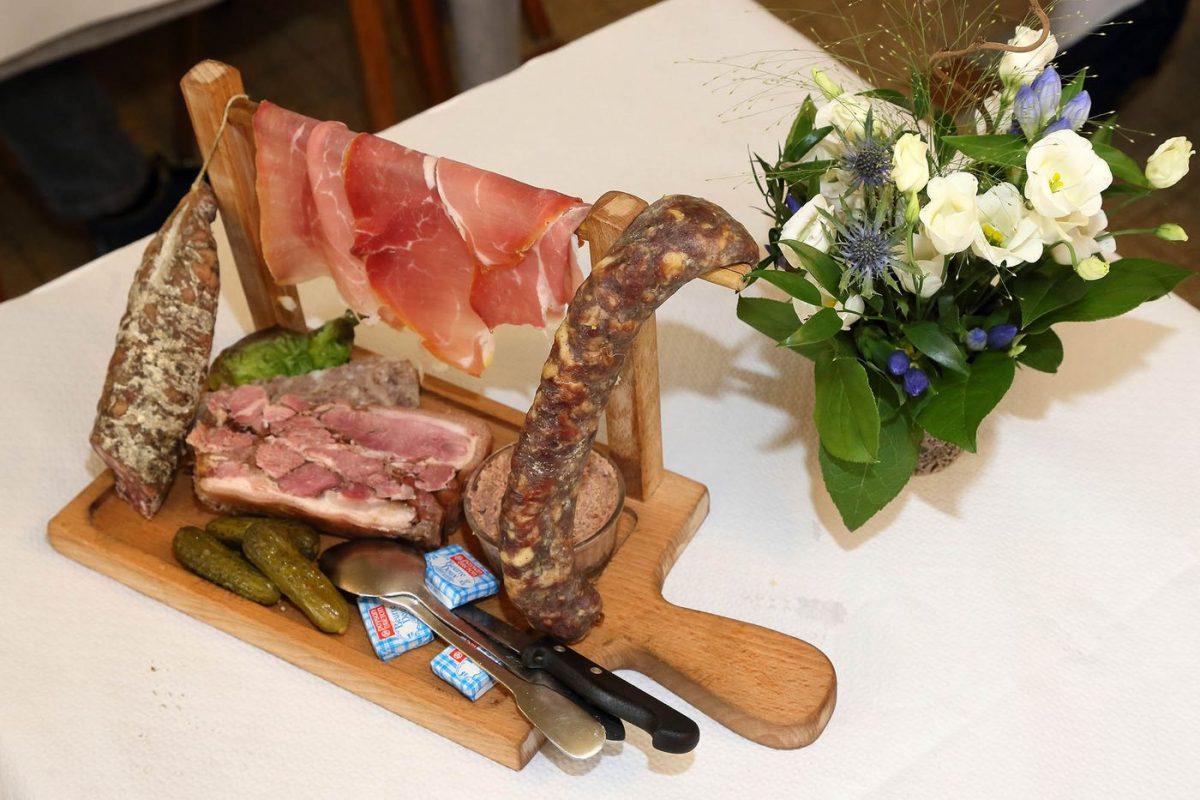Le restaurant bastide tradition d aubrac les s jours for Restaurant nasbinals